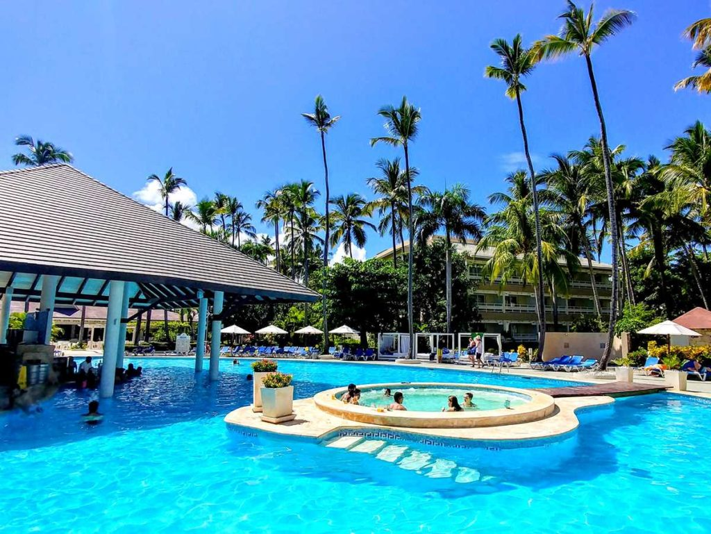 The pool area of Vista Sol Resort
