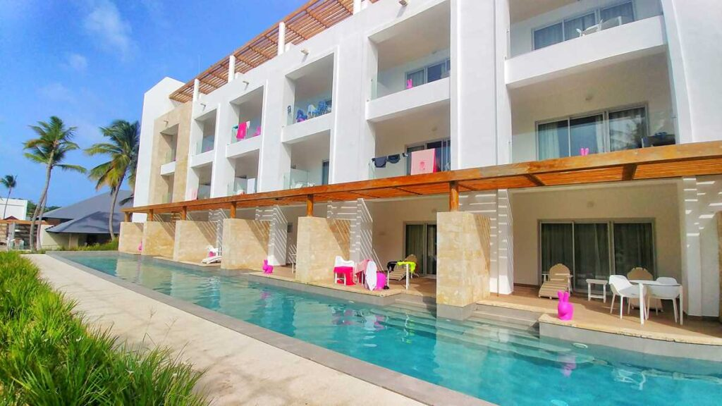The beautiful and comfortable swim-out suites at all-inclusive resort Princess Family Club Bavaro